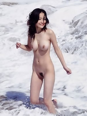Curvy gravure idol with big bouncey boobs playing at the beach