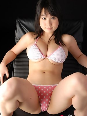 Beautiful model Rui Kiriyama shows off her polka dotted boobs