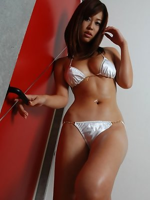 Sizzling asian babe looks incredible in her silver bikini